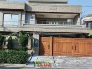 1 Kanal Executive Class Luxury Fully Furnished House for...