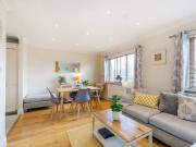2 Bedroom first floor South London apartment, park views...
