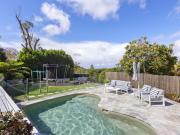 Family entertainer with spectacular ocean vista