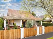 Flexible living on a huge allotment in Elwood&apos s...